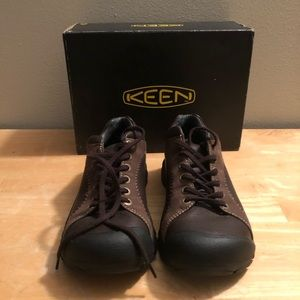 NEVER WORN MENS Keen hiking shoes